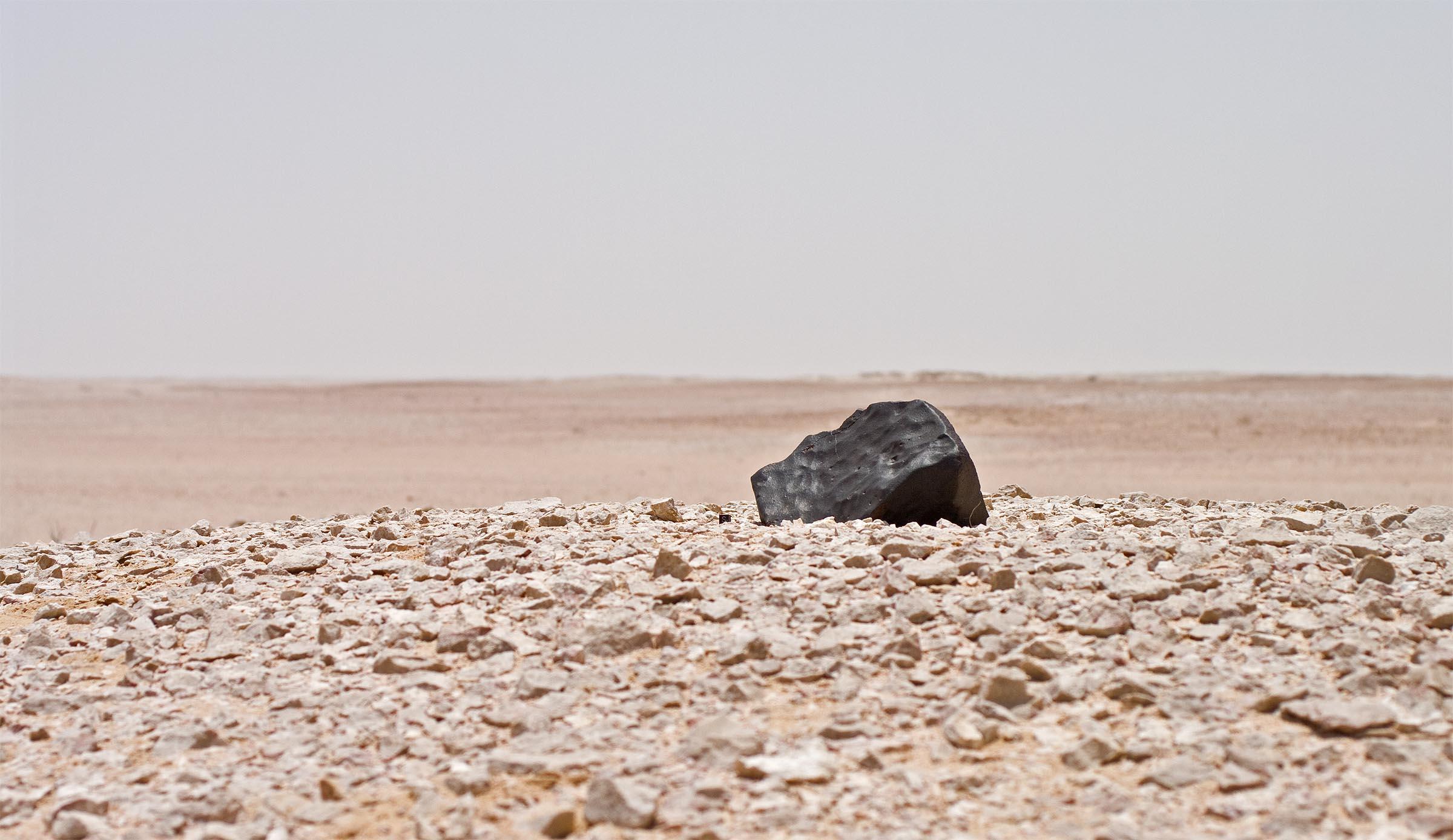 Asteroide misterioso del tamaño de un planeta enano nos acecha.