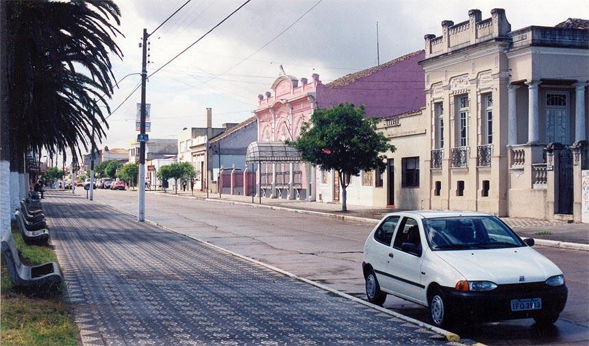 The quiet village center of Santa Vitoria do Palmar. Image courtesy of Jose Monzon Pereia.